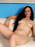 Squirting mature amazes in her red lingerie solo show